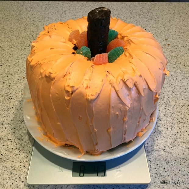 cm-pumpkin-cake-on-scale-fotor