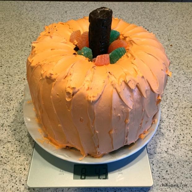 cm-pumpkin-cake-on-scale-fotor